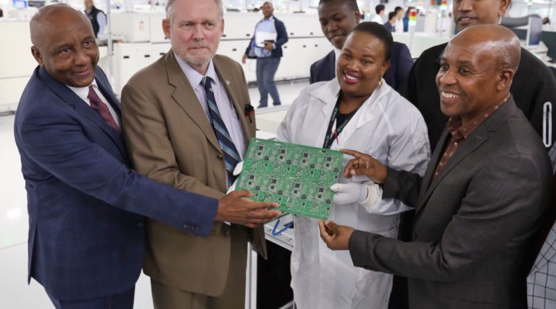 Minister Davies launches R1 billion smart factory in East London